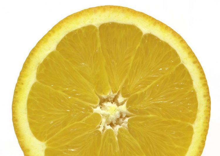Limun će trajati dugo – trik koji vraća svježinu starom limunu