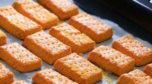 Ove krekere napravićete za par minuta, sastojke uvek imamo u kući. Zaboravite na kupovne gricke